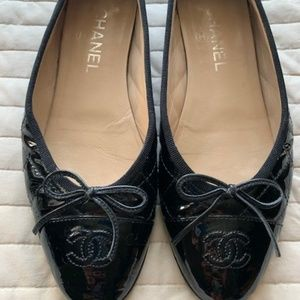 Chanel Quilted Black Patent Logo Ballerinas Sz 39